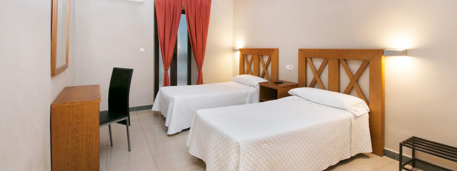 Doble matrimonio hostal atenas hotel en granada centro for Alojamiento barato en sevilla centro